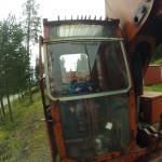 Glad gutt kjører gammel Brøyt