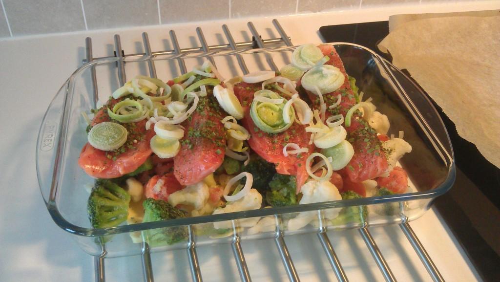 Ørret på et lass med grønnsaker og smør. Super LCHF :P
