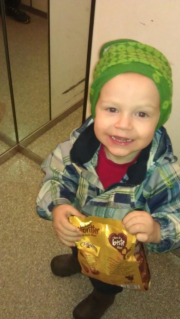 Barnebarn med sjokoladepose:)