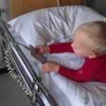 Guttungen kjører seng