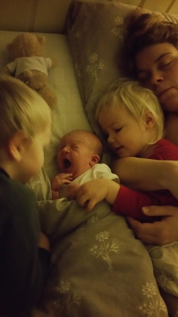 Baby i senga